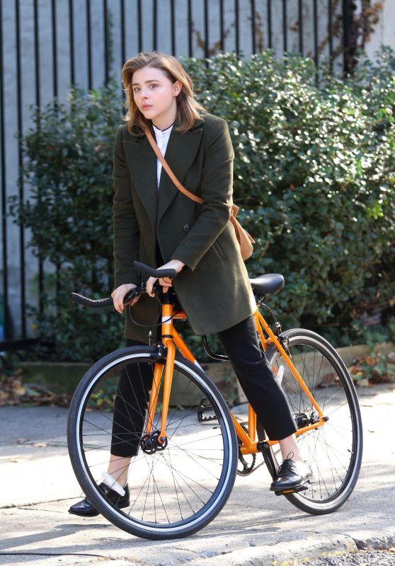 "Chloe Grace Moretz - ""The Widow"" Movie Set in NYC 11/12/2017"