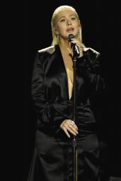 Christina Aguilera Performs Live at the 2017 American Music Awards in LA