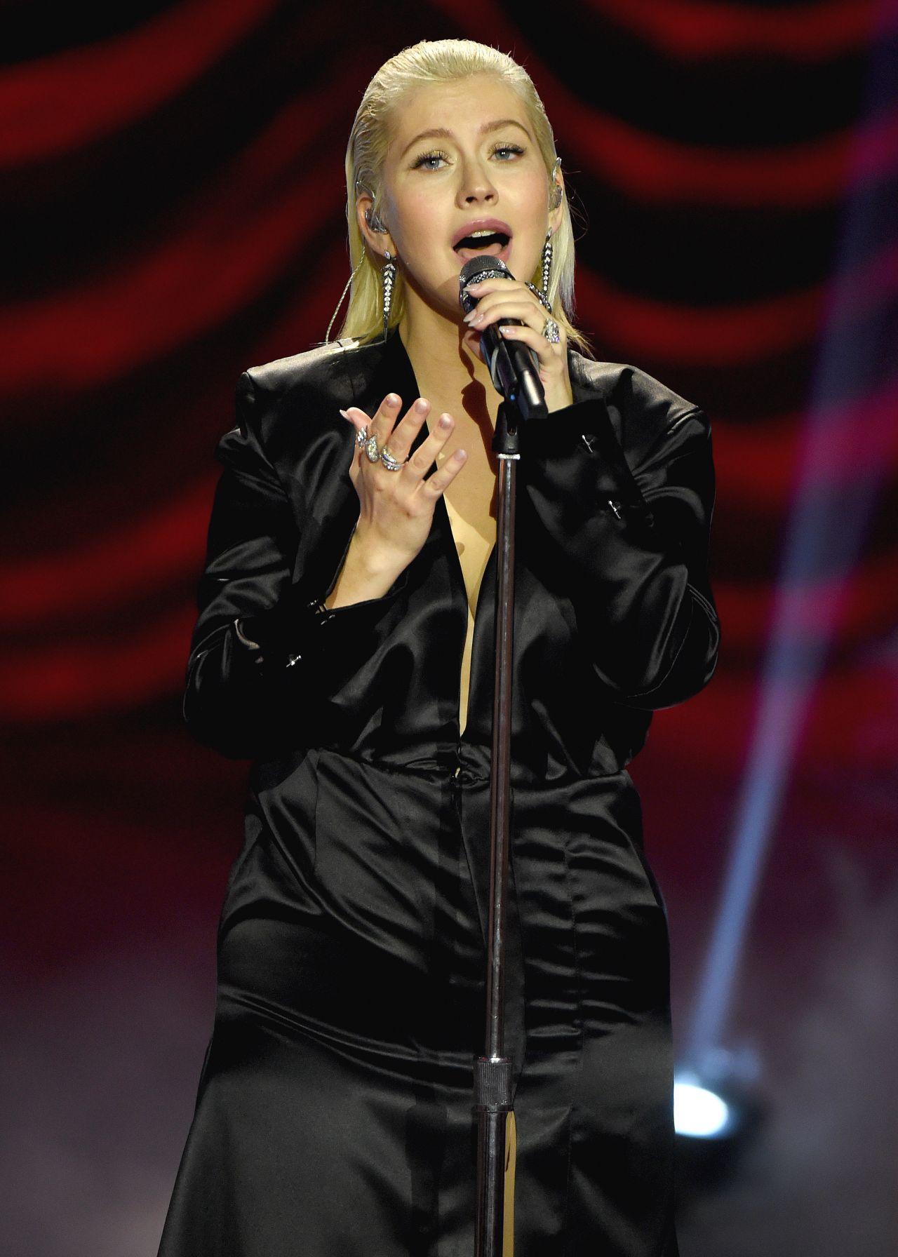 http://celebmafia.com/wp-content/uploads/2017/11/christina-aguilera-performs-live-at-the-2017-american-music-awards-in-la-5.jpg