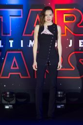 """Daisy Ridley - """"Star Wars: The Last Jedi"""" Pemiere in Mexico City 11/20/2017"""