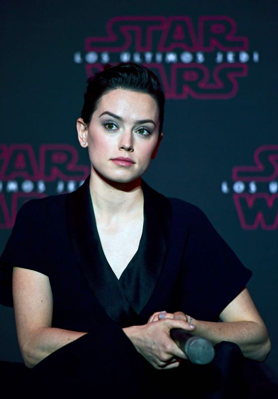 "Daisy Ridley - ""Star Wars: The Last Jedi"" Press Conference in Mexico City 11/21/2017"