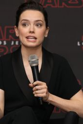 """Daisy Ridley - """"Star Wars: The Last Jedi"""" Press Conference in Mexico City 11/21/2017"""