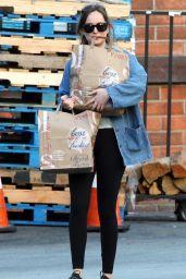 Dakota Johnson in Leggings - Shopping in LA 11/07/2017