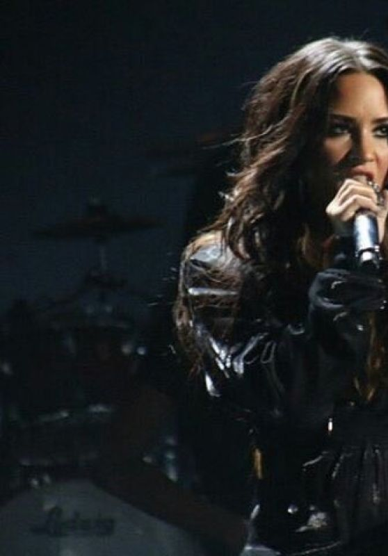 Demi Lovato - Performing Live at Premios Telehit in Mexico 11/09/2017