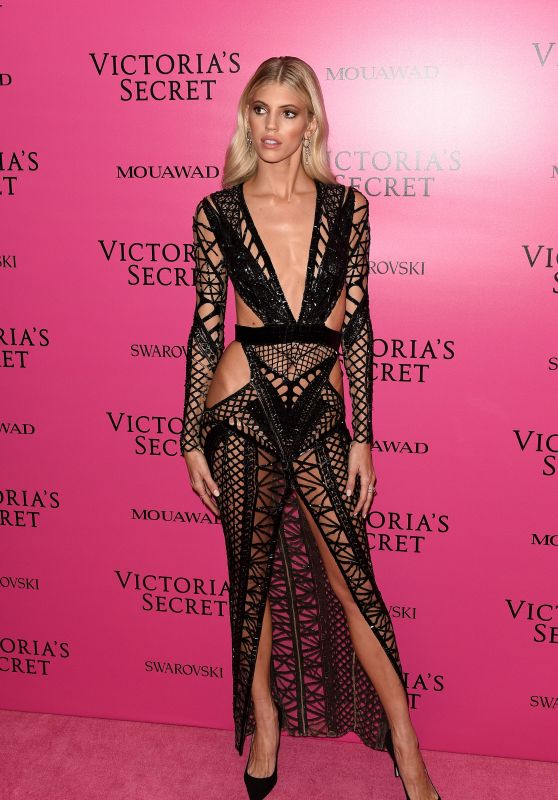 Devon Windsor – Victoria's Secret Fashion Show After Party in Shanghai 11/20/2017