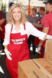 Donna Mills – Los Angeles Mission Thanksgiving Meal for the Homeless 11/22/2017