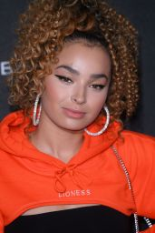 Ella Eyre – Gigi Hadid X Maybelline Party in London