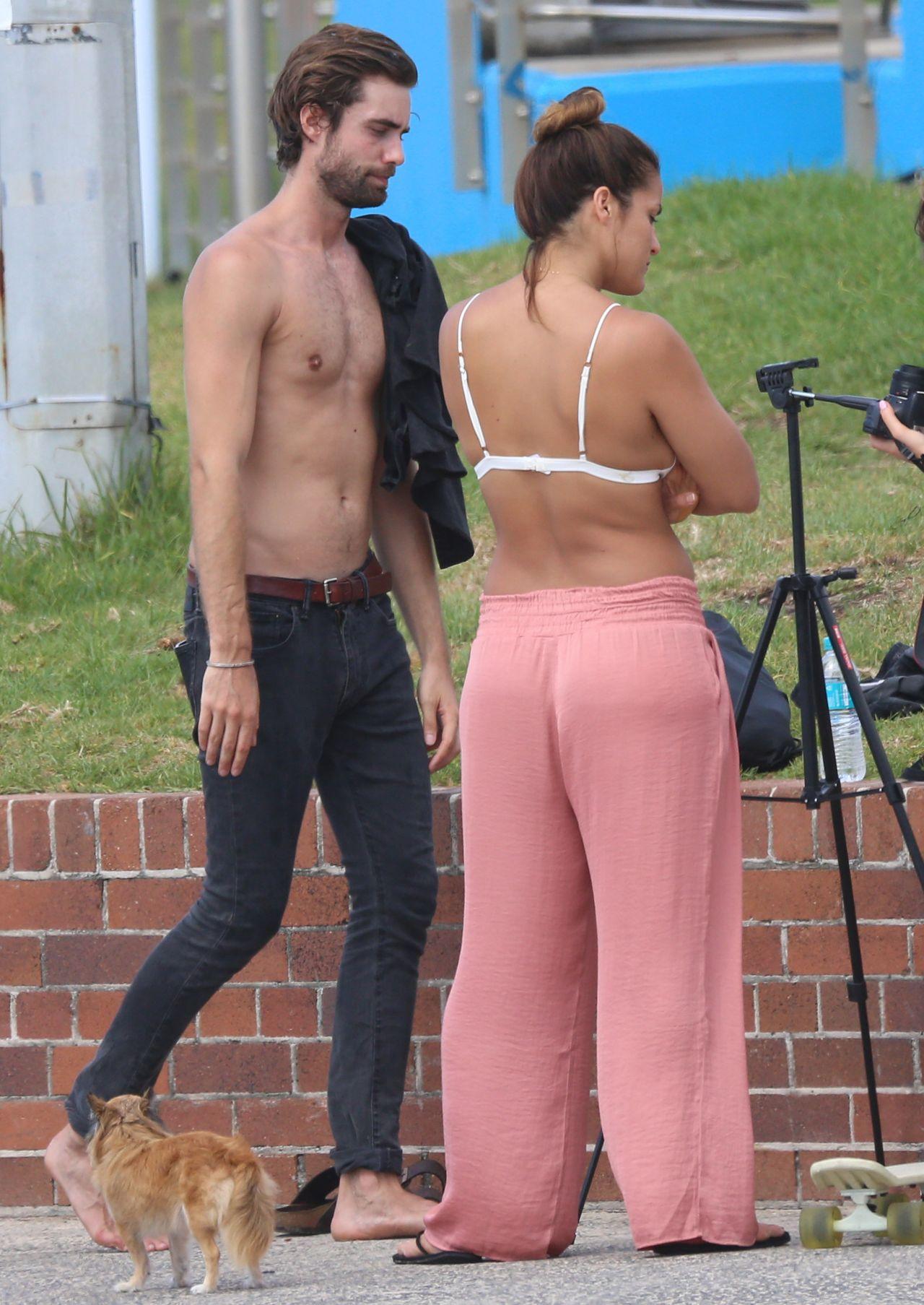 braless Celebrity Elora Tahiti naked photo 2017