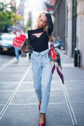 Elsa Hosk With a Bouquet of Roses on Her Birthday in NYC 11/07/2017