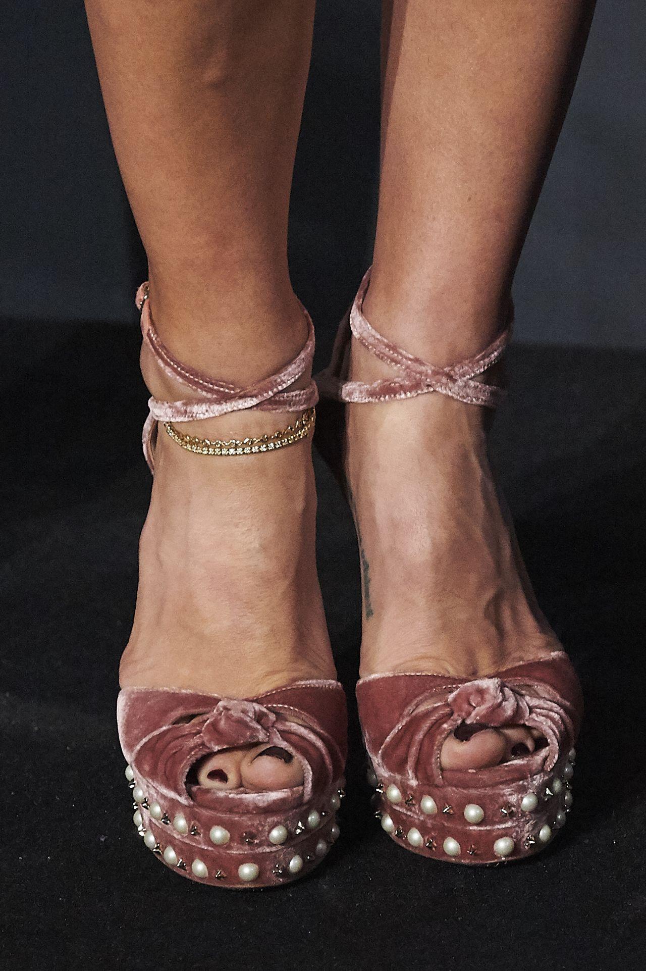 elsa pataky feet