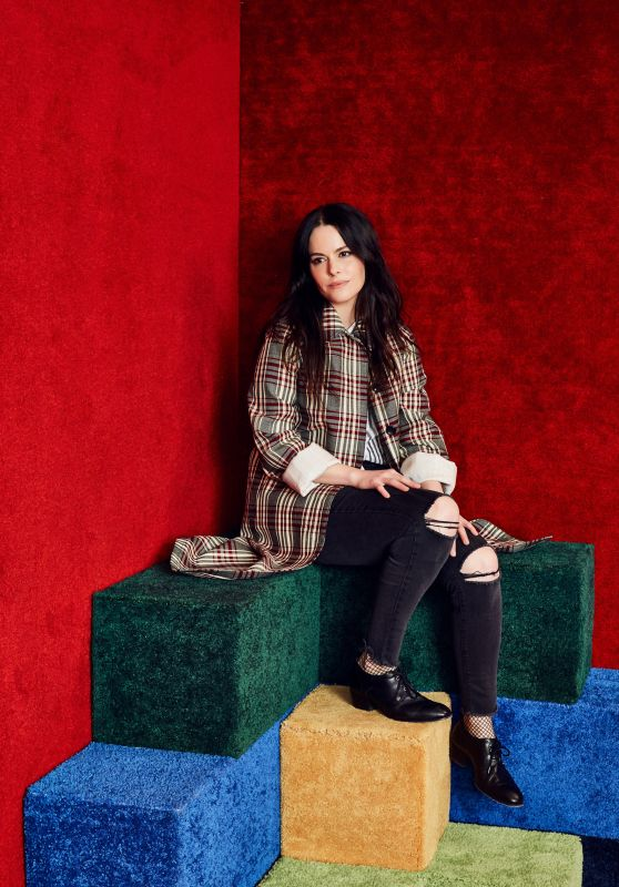 Emily Hampshire Photoshoot – Vulture Festival, November 2017