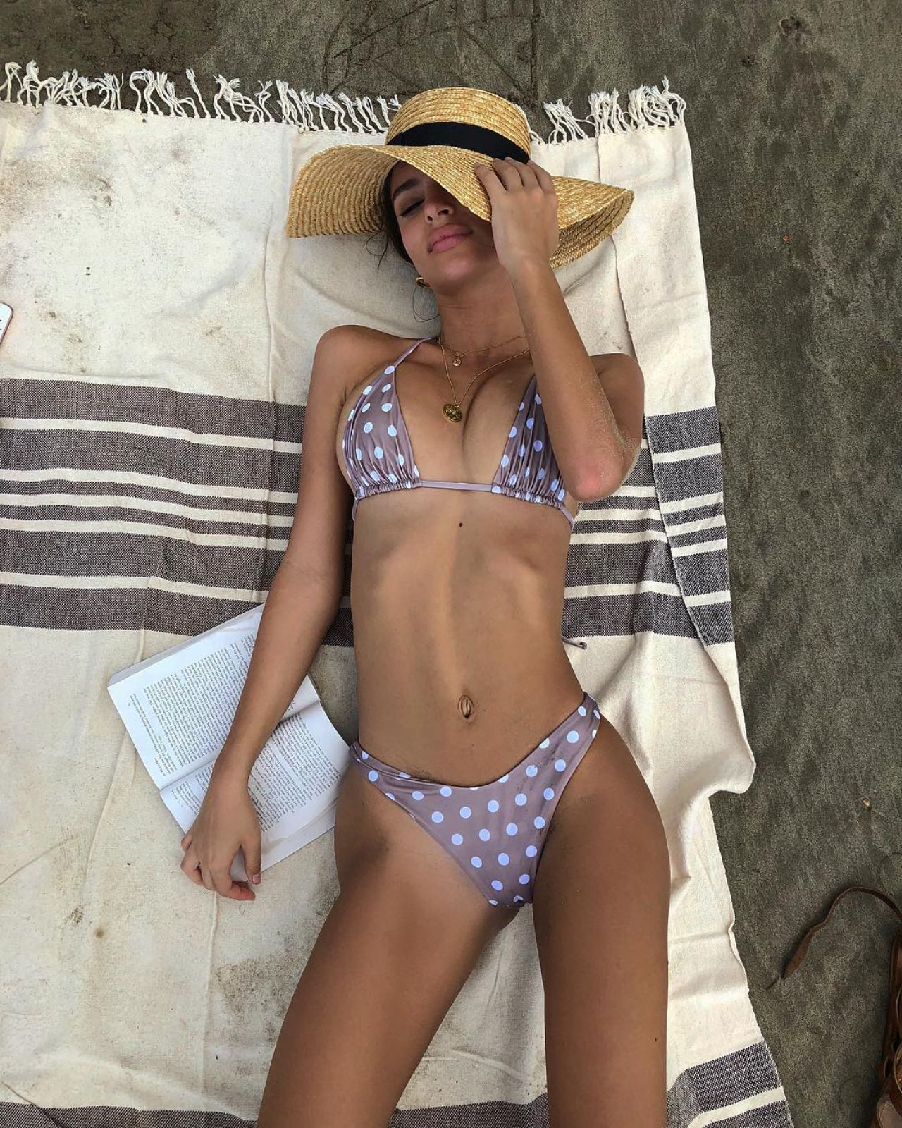 Emily Ratajkowski in Bikini and Swimsuit Social Media Pic 4 of 35