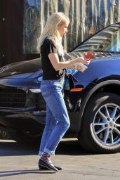 Emma Roberts Street Style - Out in LA 11/09/2017