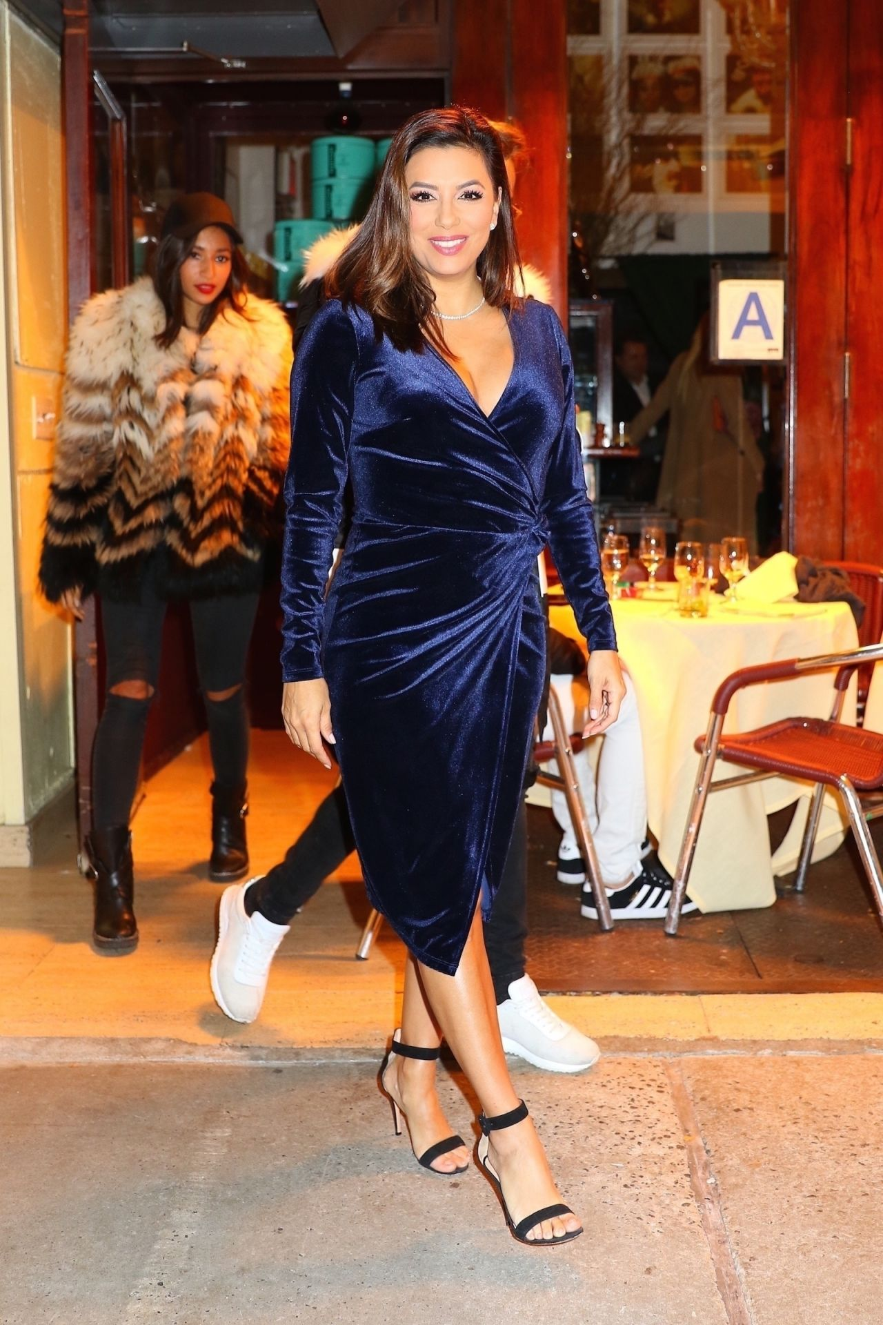 http://celebmafia.com/wp-content/uploads/2017/11/eva-longoria-shows-off-her-eclectic-style-cipriani-restaurant-in-ny-11-21-2017-0.jpg