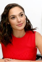 "Gal Gadot - ""Justice League"" Press Conference in London 11/03/2017"