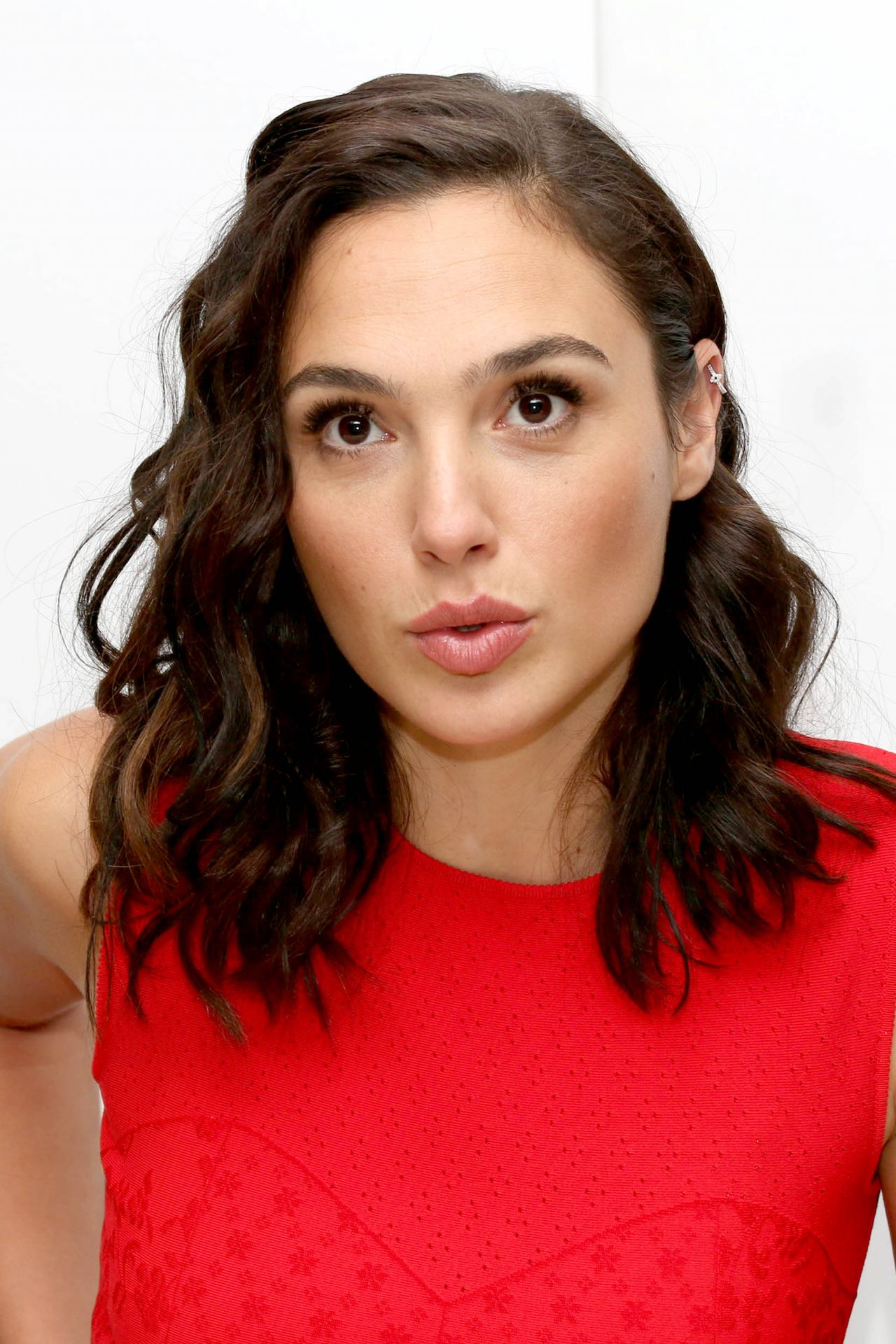 """Gal Gadot - """"Justice League"""" Press Conference in London 11 ... Red Son Justice League"""