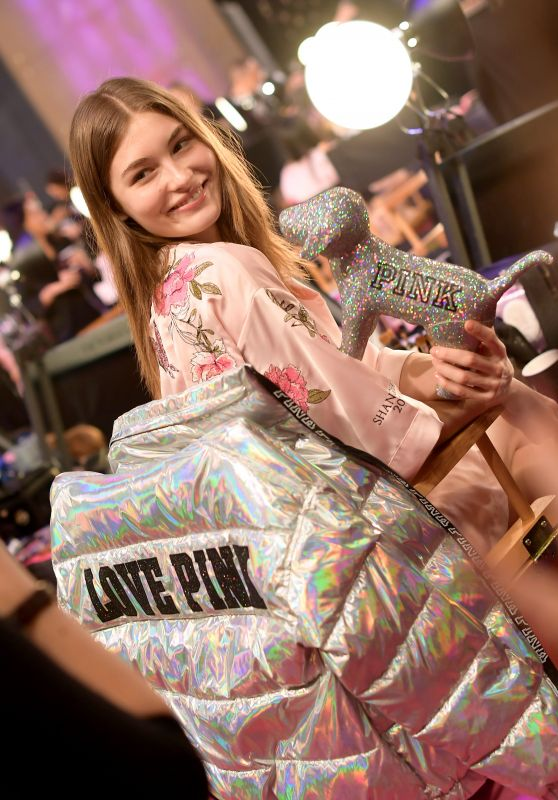 Grace Elizabeth – 2017 Victoria's Secret Fashion Show in Shanghai