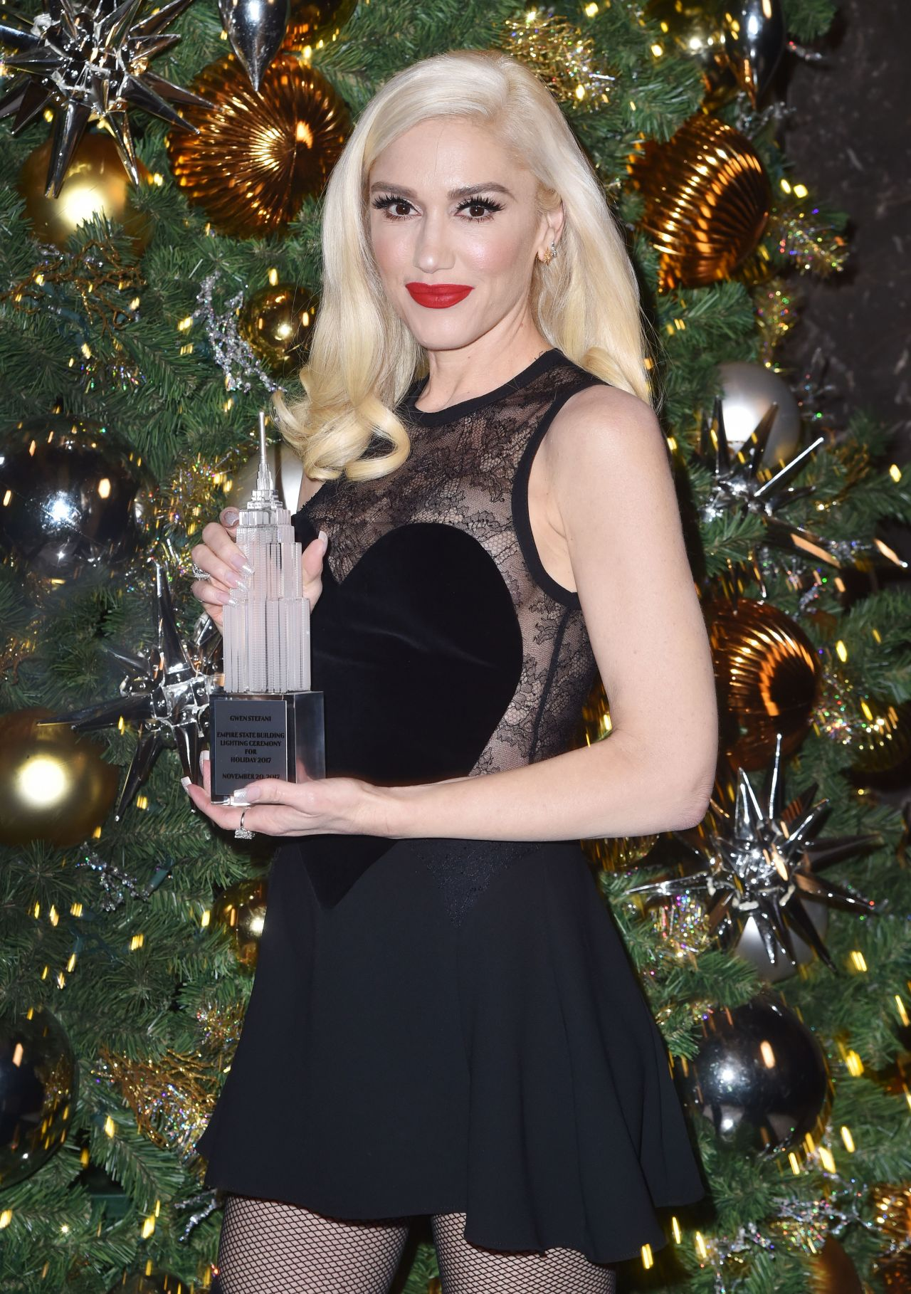 http://celebmafia.com/wp-content/uploads/2017/11/gwen-stefani-empire-state-building-lighting-ceremony-in-nyc-11-20-2017-2.jpg