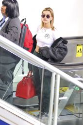 Hailey Baldwin in a Crop Top at LAX Airport in Los Angeles 11/20/2017