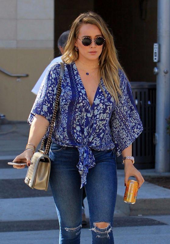 Hilary Duff Street Style - Grabs Lunch at La Scala in LA 11/14/2017