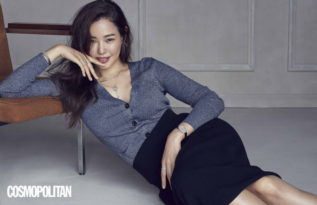 Honey Lee Cosmopolitan Magazine December 2017