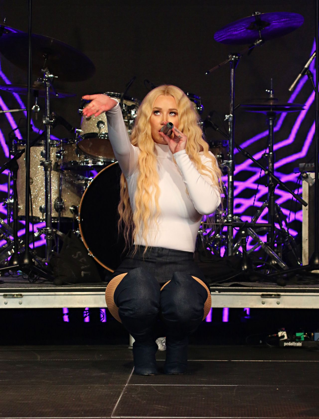 Iggy azalea work live and hot 5