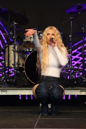 Iggy Azalea Performs Live in Concert in Miami 11/17/2017