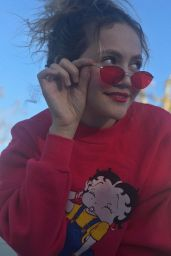 Iris Apatow – Social Media 11/20/2017