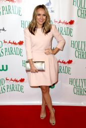Jennifer Veal – Hollywood Christmas Parade in Los Angeles