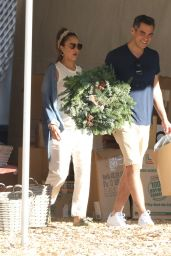 Jessica Alba - Shopping in Beverly Hills 11/24/2017