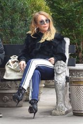 Juno Temple - Taking a Smoke Break on a Park Bench in NYC 11/16/2017