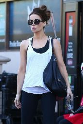 Kate Beckinsale Street Style - Bristol Farms in Beverly Hills 11/27/2017