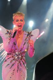 Katy Perry Performs Live on the Witness World Tour in Los Angeles 11/07/2017