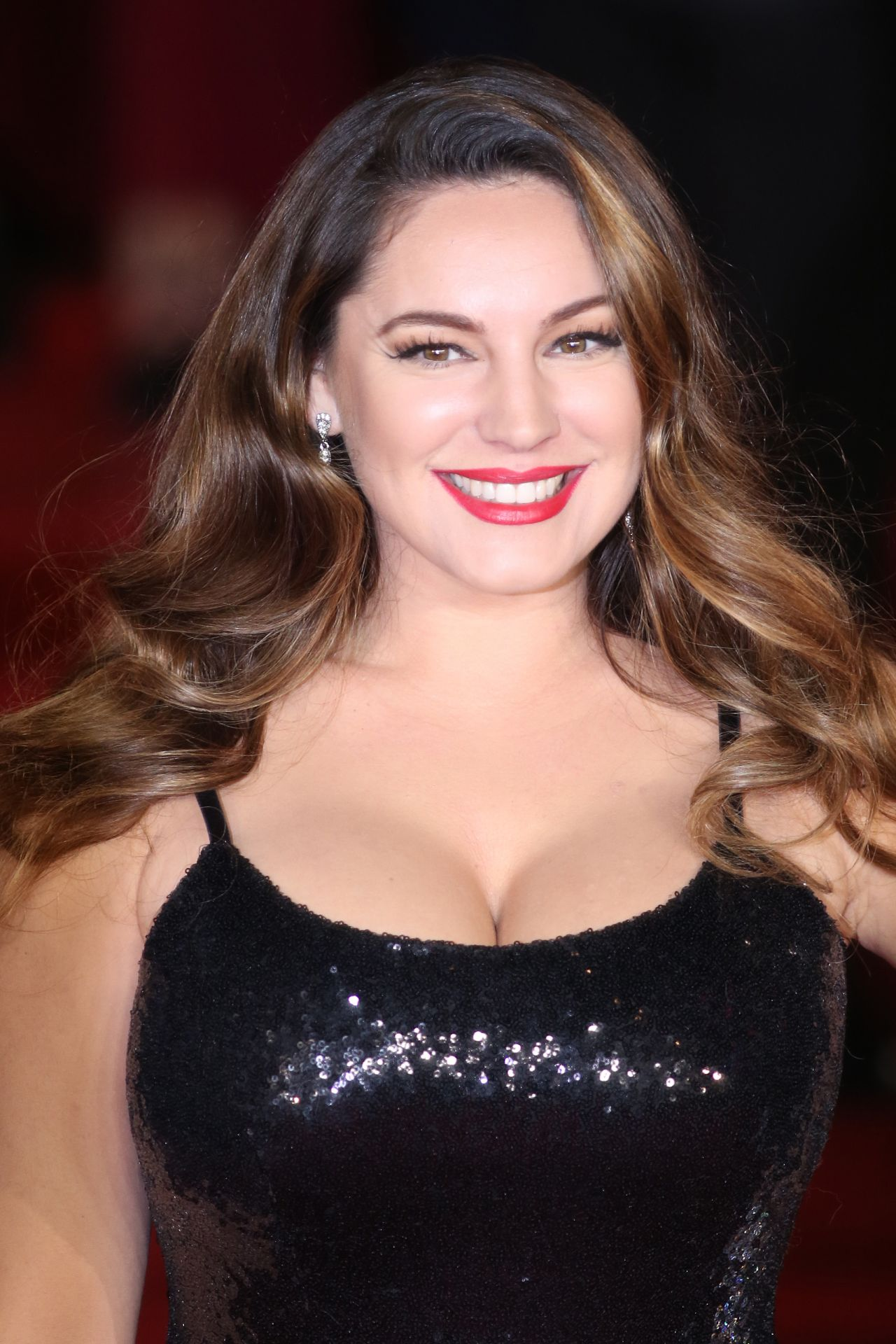 Modern Family's Sofia Vergara Flashes Major Cleavage In Busty Throwback Snap