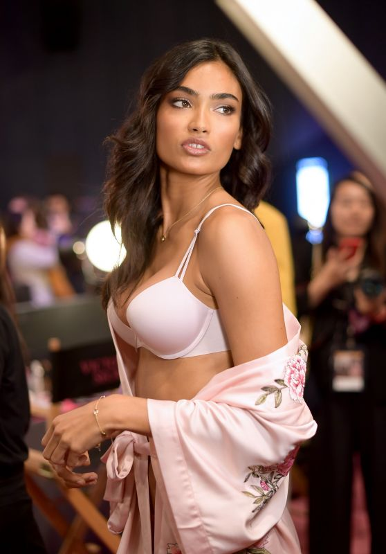 Kelly Gale – 2017 Victoria's Secret Fashion Show in Shanghai