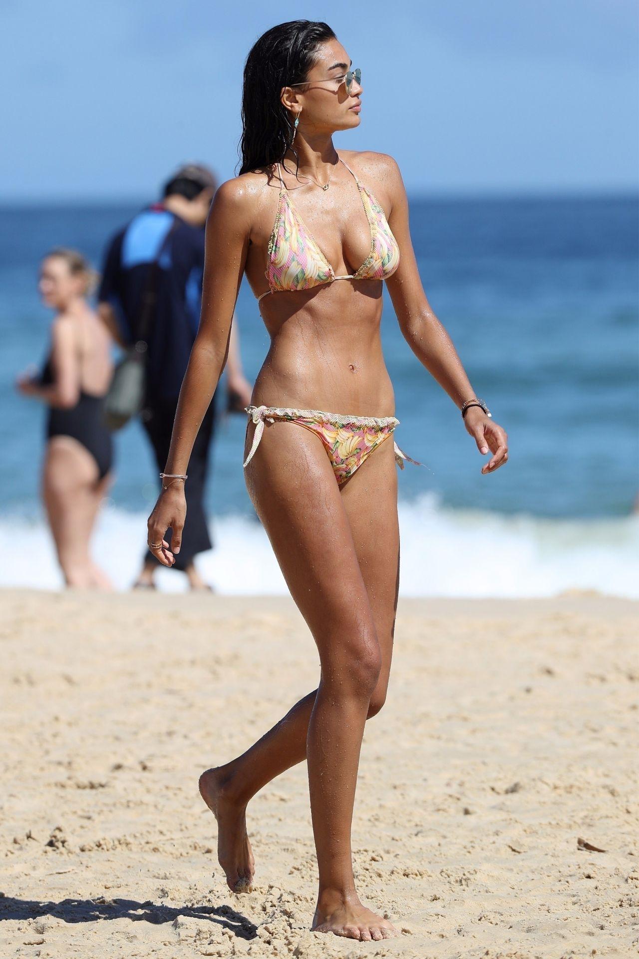 Kelly Gale in Bikini on Bondi Beach in Sydney Pic 11 of 35