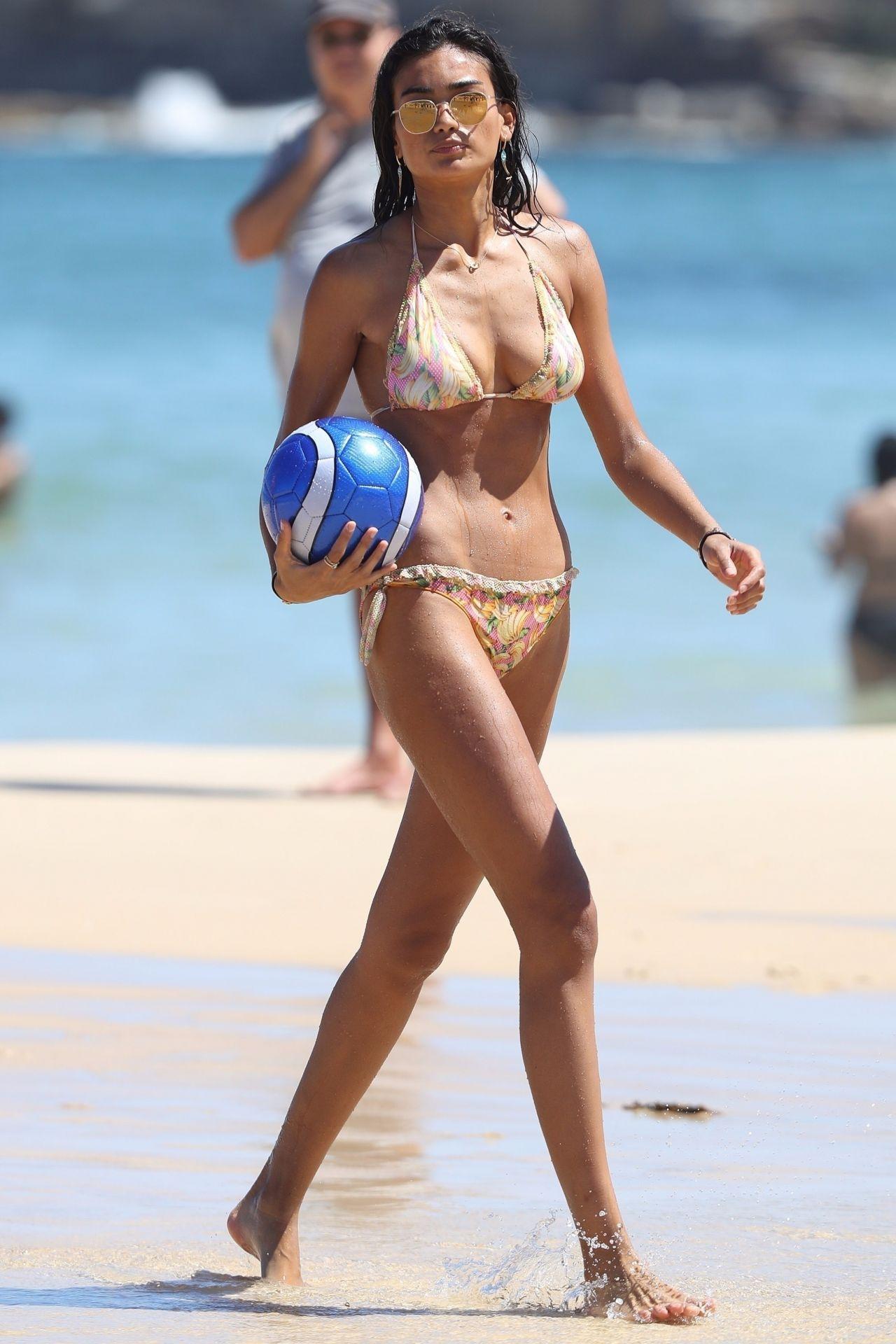 Kelly Gale in Bikini on Bondi Beach in Sydney Pic 19 of 35