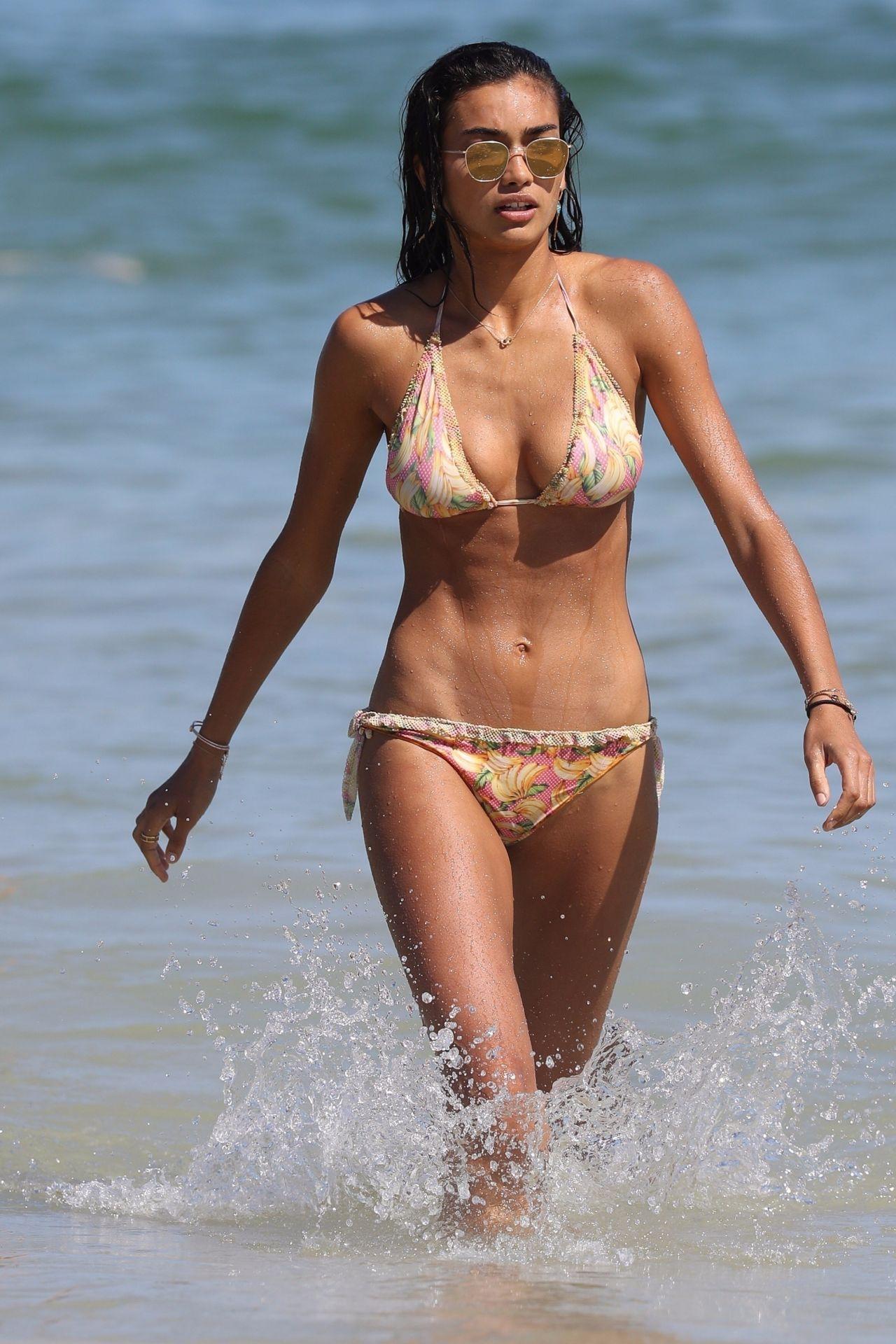 Kelly Gale in Bikini on Bondi Beach in Sydney Pic 30 of 35