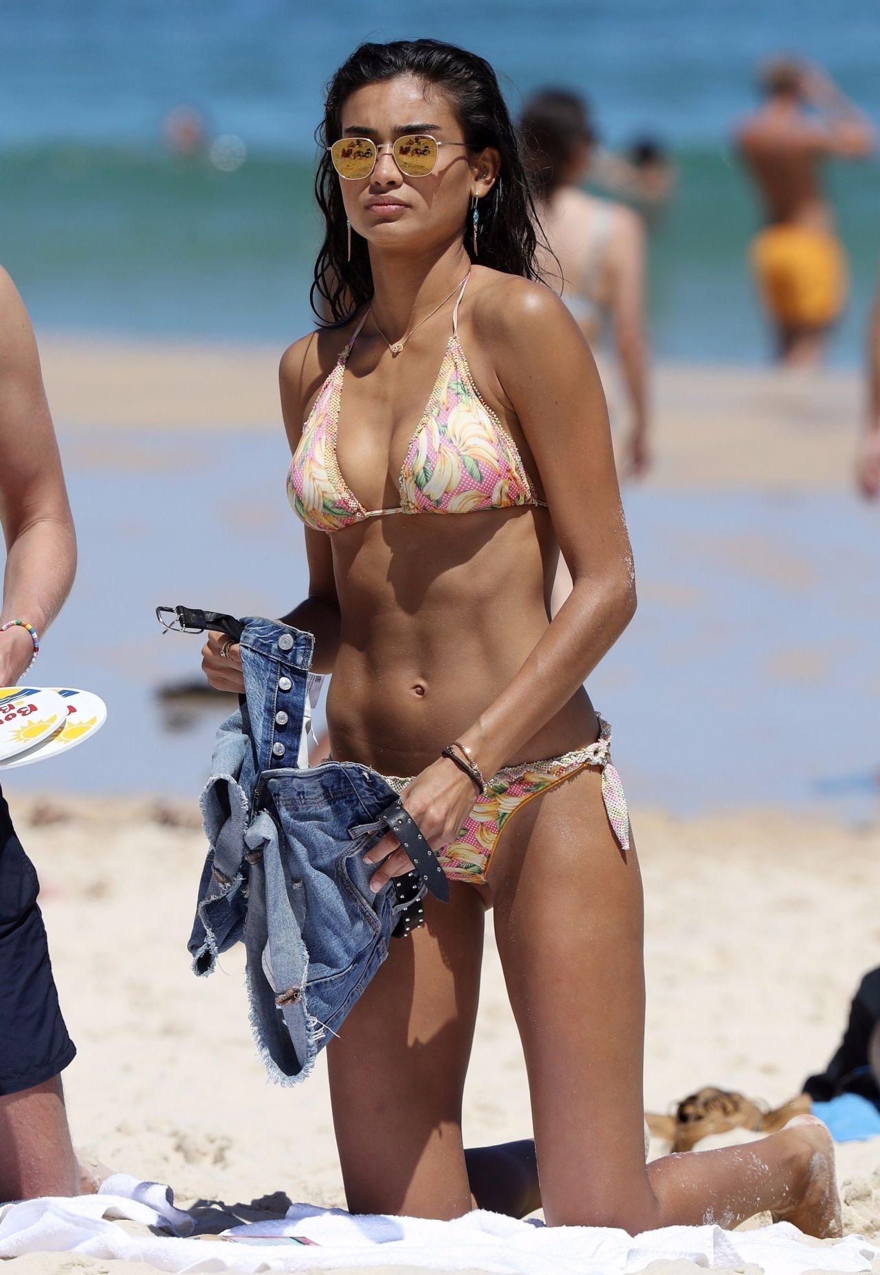Kelly Gale in Bikini on Bondi Beach in Sydney Pic 8 of 35
