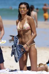 Kelly Gale in Bikini - Bondi Beach in Sydney 11/25/2017
