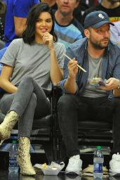 Kendall Jenner - Los Angeles Clippers VS Philadelphia 76ers in LA 11/13/2017
