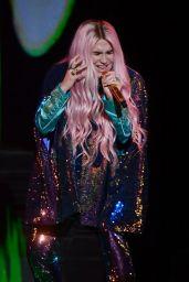 Kesha Performs Live at 2017 MTV European Music Awards