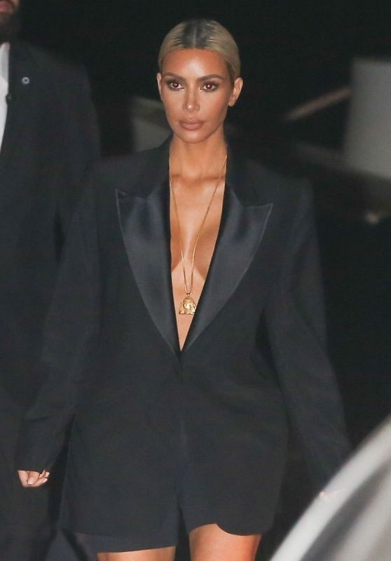 Kim Kardashian Night Out - Nobu Restaurant in Malibu 11/15/2017