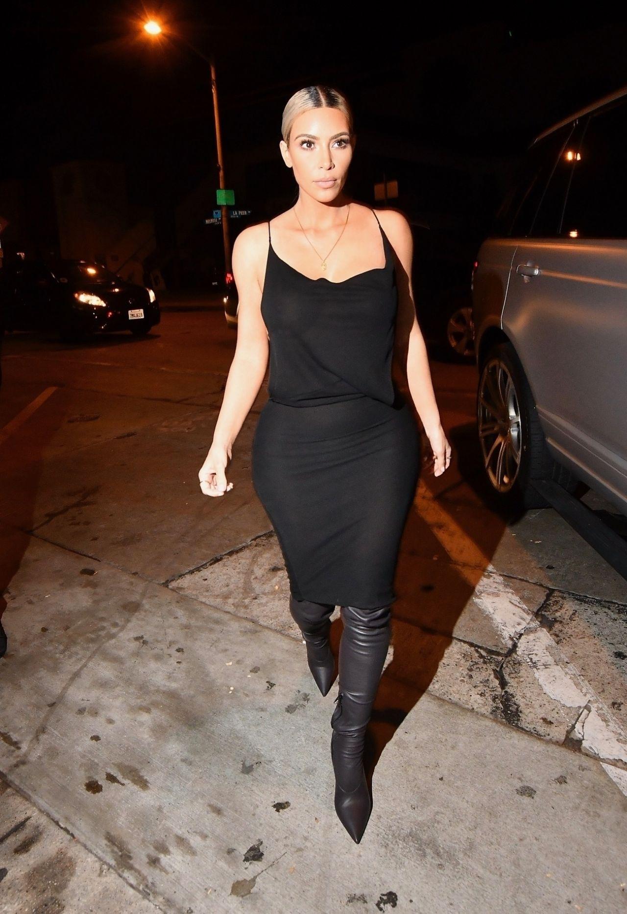 Kim Kardashian Night Out Style - Craigu0026#39;s Restaurant In West Hollywood 11/17/2017