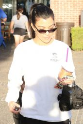 Kourtney Kardashian - Goes for Painting Pottery at Color Me Mine in Los Angeles