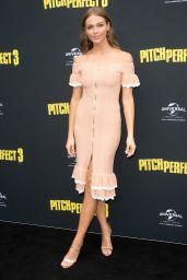 "Ksenija Lukich – ""Pitch Perfect 3"" Premiere in Sydney"