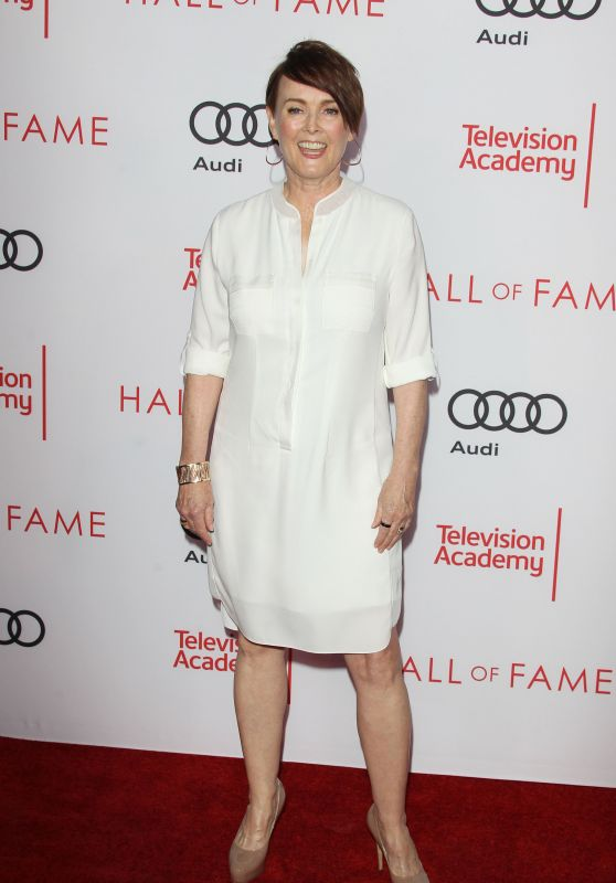 Laura Innes – Television Academy Hall of Fame Ceremony in North Hollywood 11/15/2017