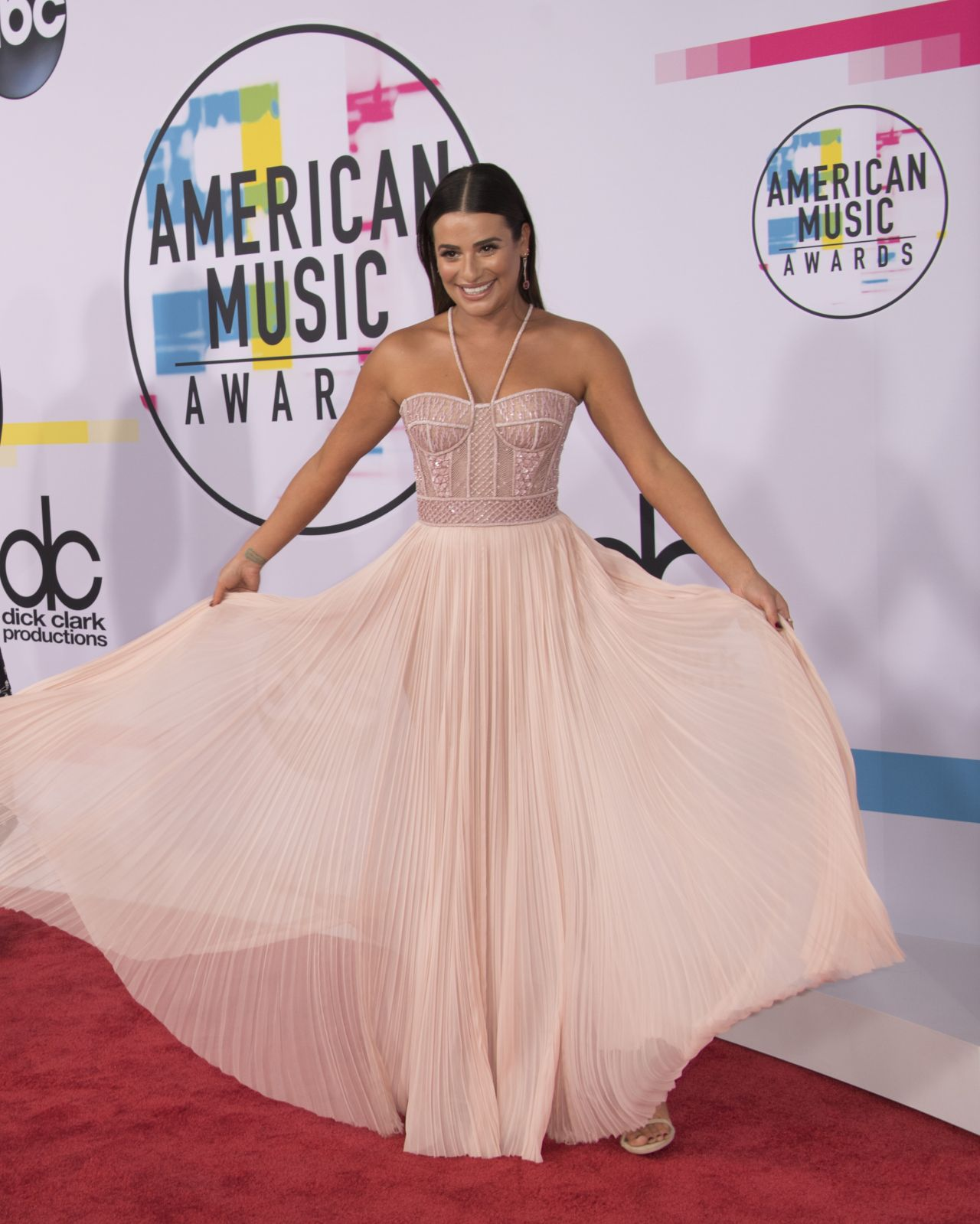 http://celebmafia.com/wp-content/uploads/2017/11/lea-michele-american-music-awards-2017-in-los-angeles-2.jpg