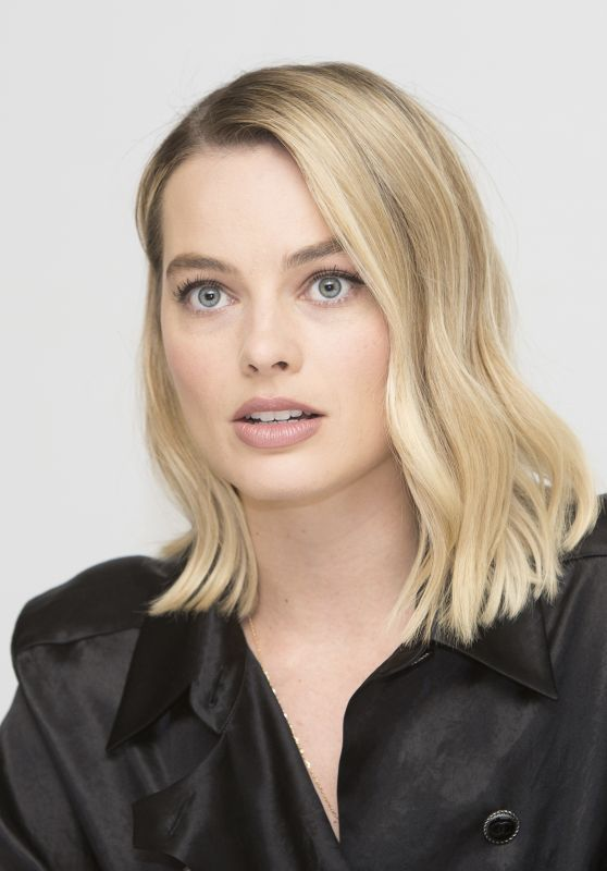 "Margot Robbie - ""I, Tonya"" Press Conference 11/20/2017"
