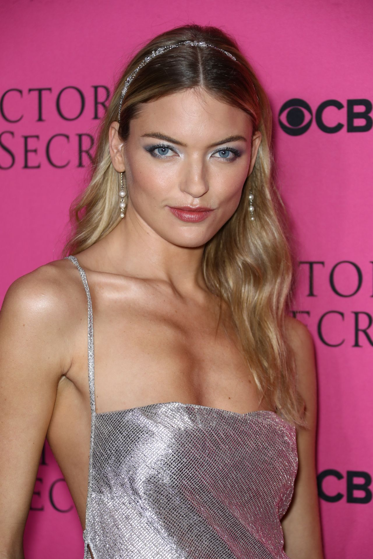 Martha Hunt Nude Photos 24